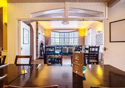 OYO 橡樹貝格頓飯店 - 考文垂 - 餐廳