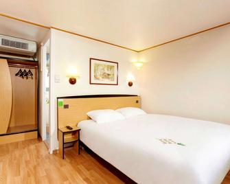 Kyriad Direct Le Bourget - Gonesse - Гонесс - Bedroom