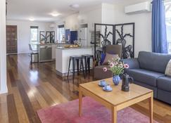 One of a Kind Apartments - Canberra - Living room