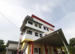 RedDoorz Syariah Near Bscc Dome - Balikpapan - Κτίριο