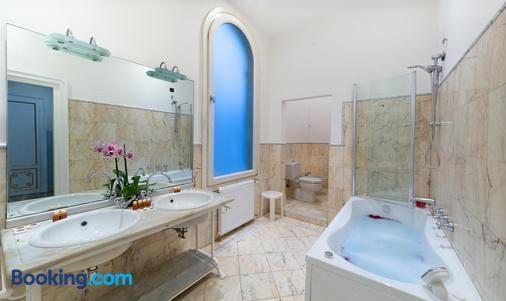 Friendly Venice Suites - Venice - Bathroom