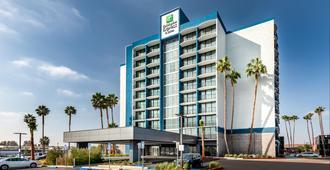 Holiday Inn Express & Suites Santa Ana - Orange County - Santa Ana - Gebäude