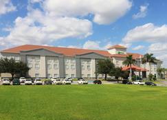 Holiday Inn Reynosa-Industrial Poniente - Reynosa - Gebäude