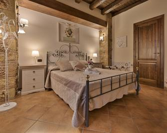 Bed & Breakfast Le Oasi - Terrasini - Bedroom