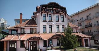 Garni Hotel Family - בלגרד - בניין
