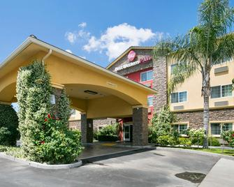 Best Western Plus Wasco Inn & Suites - Wasco - Building