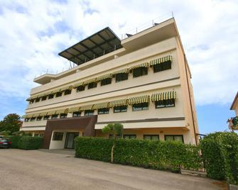 Della Piana Residence - Aprilia - Gebouw