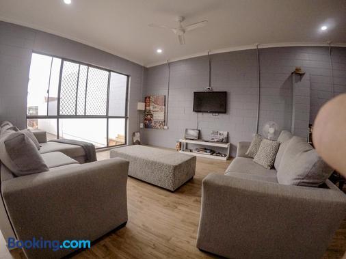 Bunk Inn Hostel - Bundaberg - Living room