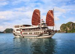 Royal Palace Cruise - Ha Long - Building