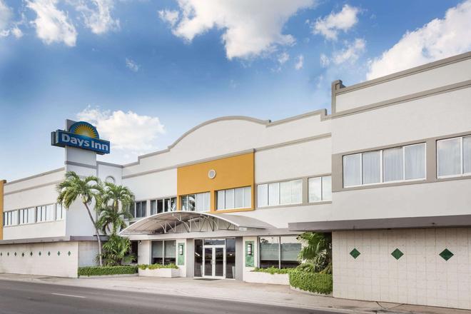 Days Inn by Wyndham Miami Airport North - Miami Springs - Rakennus