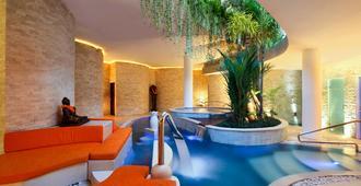 鉑爾曼峇里雷吉安爾瓦納酒店 - 庫塔 - 游泳池