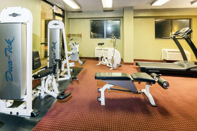 Super 8 by Wyndham Strongsville/Cleveland - Strongsville - Gym