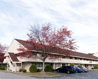 Super 8 by Wyndham Strongsville/Cleveland - Strongsville - Gebäude