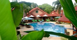 Happy Elephant Resort - Rawai - בריכה