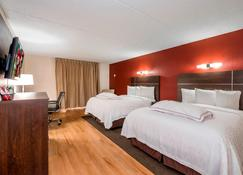 Red Roof Plus+ & Suites Knoxville West-Cedar Bluff - Knoxville - Bedroom