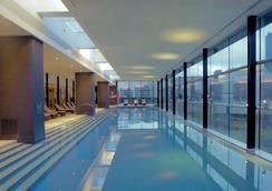 皇冠長廊酒店 - 墨爾本 - 游泳池