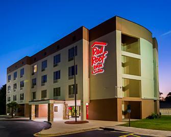 Red Roof Inn & Suites Fayetteville-Fort Bragg - Fayetteville - Building