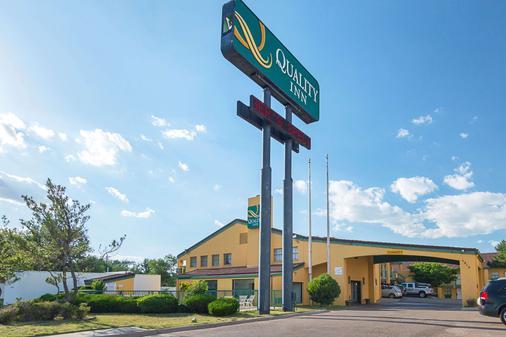 Quality Inn East - Amarillo - Gebäude