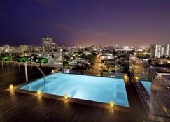 Ciqala Luxury Suites - San Juan - Pool