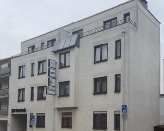 Hotel Alt Steinbach - Steinbach am Taunus - Building
