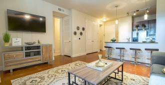 Luxurious Business & Family Montrose Condo - - Houston - Sala de estar