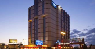 Travelodge by Wyndham Niagara Falls By the Falls - Niagara Falls - Building