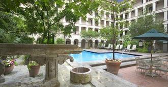 DoubleTree by Hilton Hotel San Antonio Airport - San Antonio - Pool