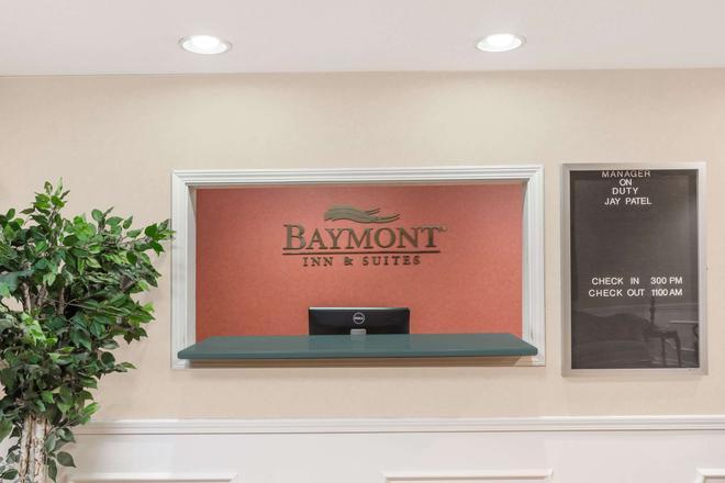 Baymont by Wyndham Grenada - Grenada - Front desk