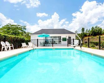 Baymont by Wyndham Grenada - Grenada - Bazén