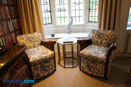 The Lamb Inn - Burford - Living room