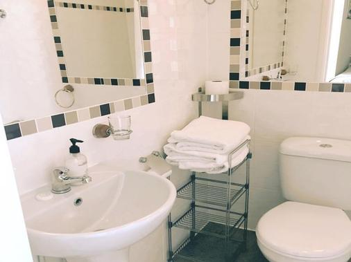 Savoy Court Hotel - Eastbourne - Phòng tắm