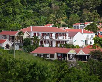 Scout's Place Hotel - Windward Side - Building