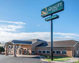 Quality Inn - Burlington - Building