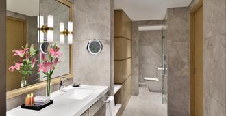 The Taj Mahal Hotel - New Delhi - Bathroom