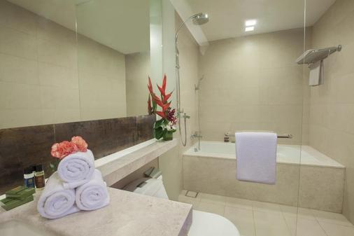 Oakwood Residence Prestige Whitefield Bangalore - Bengaluru - Bathroom