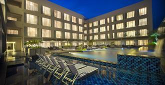 Oakwood Residence Prestige Whitefield Bangalore - Bangalore - Piscina