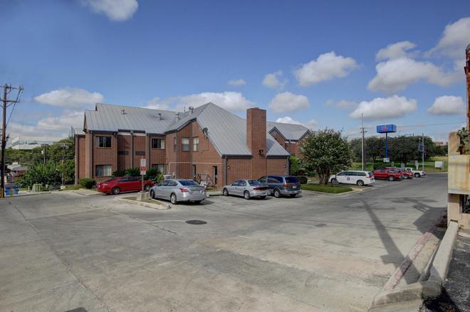 Motel 6 San Antonio Medical Center South - San Antonio - Rakennus