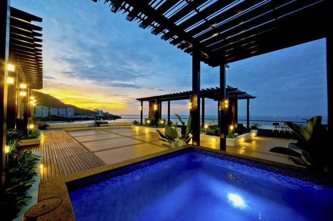 Flamingo By The Beach Penang - George Town - Uima-allas