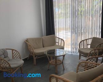 Belle Villa Neuve à 3min de la mer - Balaclava - Living room