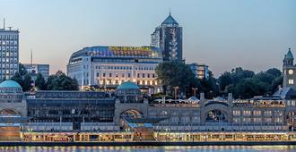 Hotel Hafen Hamburg - Hăm-buốc - Toà nhà
