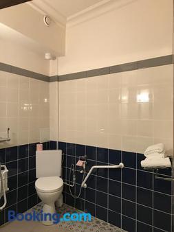 Hotel de l'Europe - Paris - Bathroom