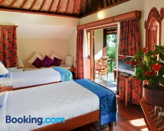 Strawberry Hill Hotel & Restaurant - Baturiti - Bedroom