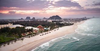 Sandy Beach Resort Da Nang - Da Nang - Beach