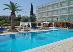 Hotel Paloma Blanca - Dassia - Pool