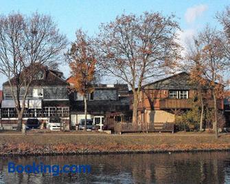 Alter Dorfkrug Am Kanal - Вольфсбург - Здание