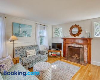 The Vacation House - Vineyard Haven - Huiskamer