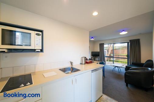 Annabelle Court Motel - Christchurch - Kitchen