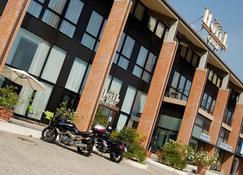 Hotel Garda - Verona - Building