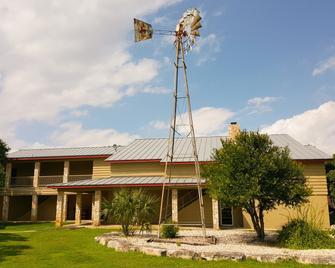 Flying L Ranch Resort - Bandera - Building