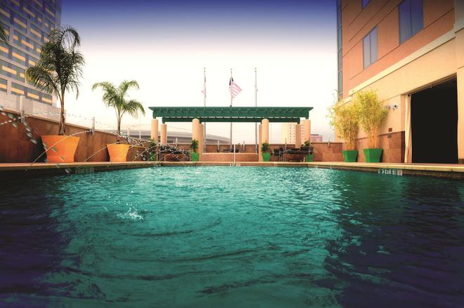 Embassy Suites by Hilton Houston Downtown - Houston - Pool